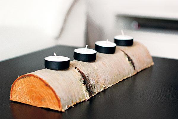 Dobrý vianočný nápad si zaslúži zmienku hoci aj uprostred leta. Jednoduchý adventný svietnik si Barbora vyrobila zbrezového kmeňa aštyroch čajových sviečok, ktoré oblepila washi páskami. Použiteľné celý rok. Jednoduché nápady sú vždy tie najlepšie.