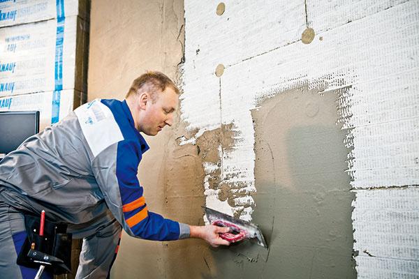 Hrúbka izolácie na zateplenie fasády domu stále narastá. Aktuálne sa pohybuje na úrovni 8 až 12 cm, pričom je predpoklad, že v blízkej budúcnosti porastie až na 20 cm.