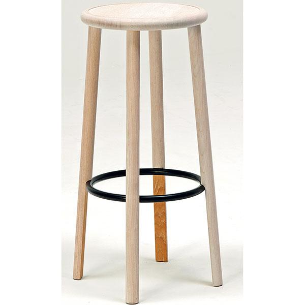 Priamočiari sólisti zo skupiny Solo tému barovej stoličky síce rozvíjajú vrobustnom atakmer sedliacky prostom tvarosloví, no nechýba im pri tom ani dávka dômyselnej grácie. Ich autorom je nemecký dizajnér Nitzan Cohen, ktorý si dal záležať na nenápadných detailoch. Ukryl vnich neodolateľnú vizuálnu príťažlivosť. Všimnite si napríklad spodnú časť nôh alebo ich napojenie na oceľovú výstuhu. Model Solo sa vyrába vdvoch výškach avšiestich farebných úpravách dreva. Od 599$, MATTIAZZI