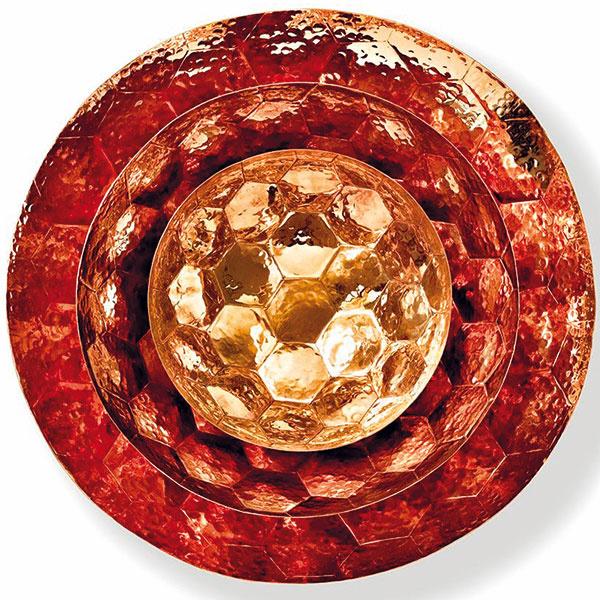 Súprava mís Tom Dixon Hex, medený kov sručne tvarovanými šesťuholníkovými tvarmi, priemer 18 cm, 28,5 cm, 38 cm, od 85,14 €/1 kus, www.nest.co.uk