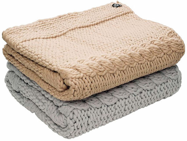 Pletená deka by Nord zovčej vlny vo svetlohnedej/béžovej farbe, 180 × 140 cm, 268,17 €/1 kus, www.nordicday.sk