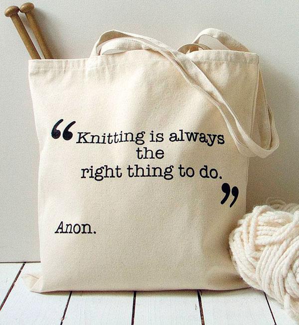 Plátenná taška Knitting od Kelly Connor, 36 × 39 cm, 17,84 €, www.notonthehighstreet.com