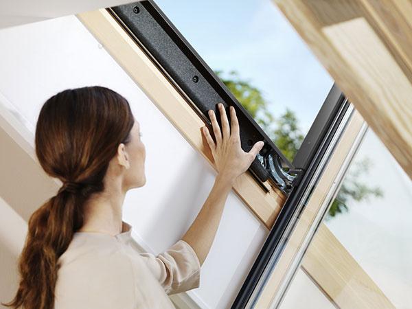 Izolačný systém s technológiou VELUX ThermoTechnology™ chráni pred vonkajším chladom a zamedzuje únikom tepla.