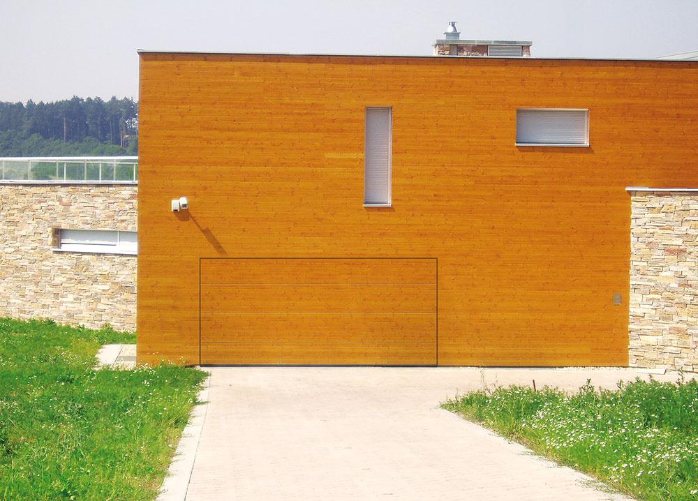 Ak garáž začleníte do domu, môžete dosiahnuť zaujímavý vzhľad.