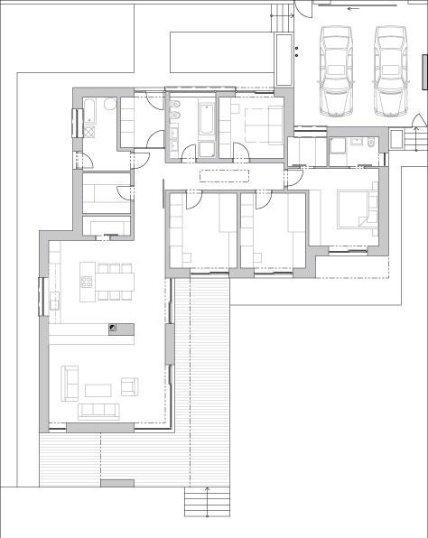 """Okrem južnej záhrady je vedľa domu malá """"pracovná záhradka"""" či skôr dvorček na vešanie bielizne prístupný priamo zpráčovne. Domáca pani si ho nevie vynachváliť. """"Nie je na slnečnej strane, čo bielizni prospieva azároveň sa využil potrebný odstup od okraja pozemku,"""" dopĺňa architektka Lucia Mészárová."""