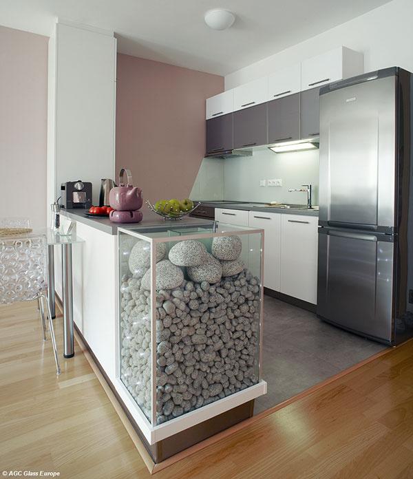 Sklenený obklad za kuchynskou linkou Lacobel Pure White