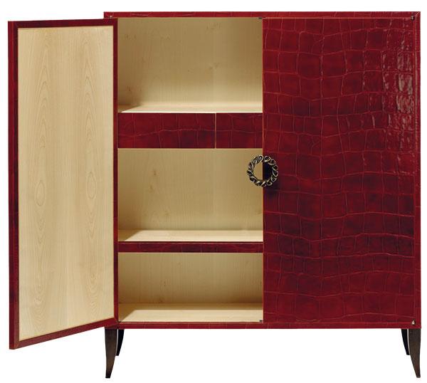 Komoda Élitis Chacun sa vérité, koža vkombinácii sdubovým drevom, 115 × 134 × 40,5 cm, cena na vyžiadanie, Cymorka Interior Design