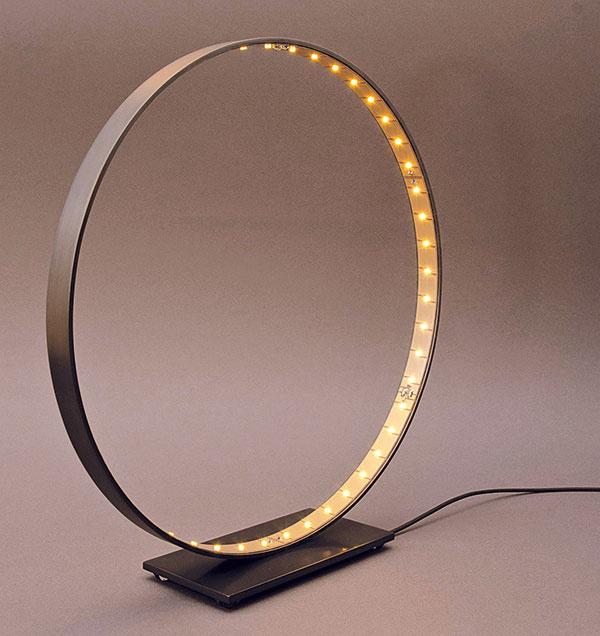 Stolové svietidlo Le Deun Micro, oceľový kruh sLED svetelnými bodmi, priemer 30 cm, dostupné na objednávku, www.ledeun.com
