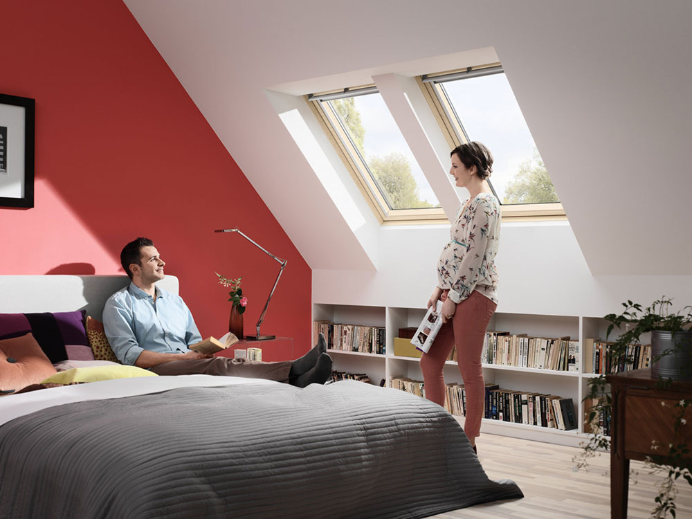 Vďaka ventilačnej klapke aj pri zatvorenom strešnom okne prúdi do interiéru čerstvý vzduch.