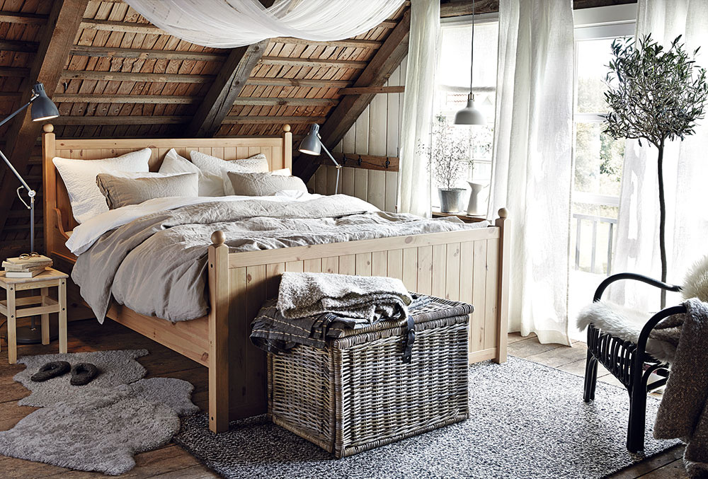 Dvojlôžková posteľ Hurdal, masívne borovicové drevo, 209 × 84 × 193 cm, 359 €, IKEA