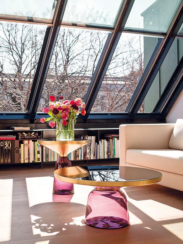 Konferenčný stolík ClassiCon Bell, dizajn Sebastian Herkner, rôzne farby aveľkosti, od 1 999 €, www.ambientedirect.com