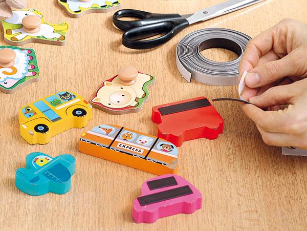 Magnetky ľahko vyrobíte zhračiek, sktorými sa už vaše dieťa nehrá. Zozadu nalepte na ne pásiky magnetickej pásky.