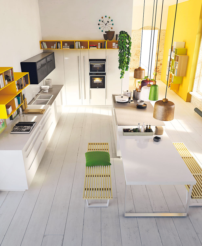Rozihraný farbami. Biely kuchynský ostrov so svetlohnedou pracovnou doskou priamo pokračuje jedálenským sedením na nižšej úrovni. Na prvý pohľad nevýrazná farebnosť, no kuchyňa ako celok pôsobí viac než sviežim dojmom. Postačí len zvoliť časť skriniek vo výraznejších farbách, oktoré už vsúčasnosti nie je núdza, pohrať sa sodtieňom stien či doplnkov, prípadne všetky tieto prvky skombinovať.