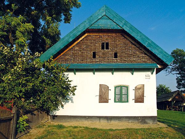 Repasovanie pôvodných okien na tradičnom dome