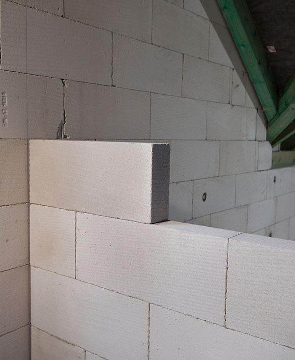 Stavba priečky z tvárnic Ytong v piatich krokoch
