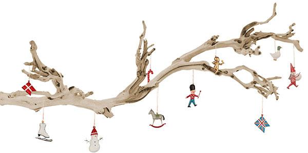 Miniatúrna krajina zo suchého konára obvešaného figúrkami poslúži ako výzdoba afantázia detí ju prebudí kživotu.
