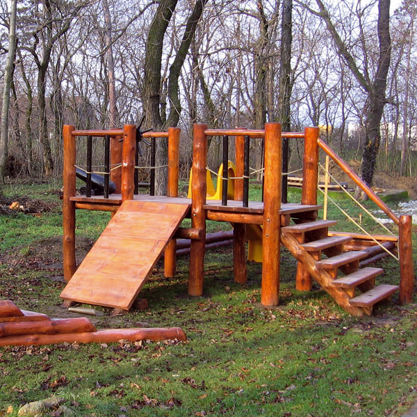 Konštrukcia dreveného ihriska