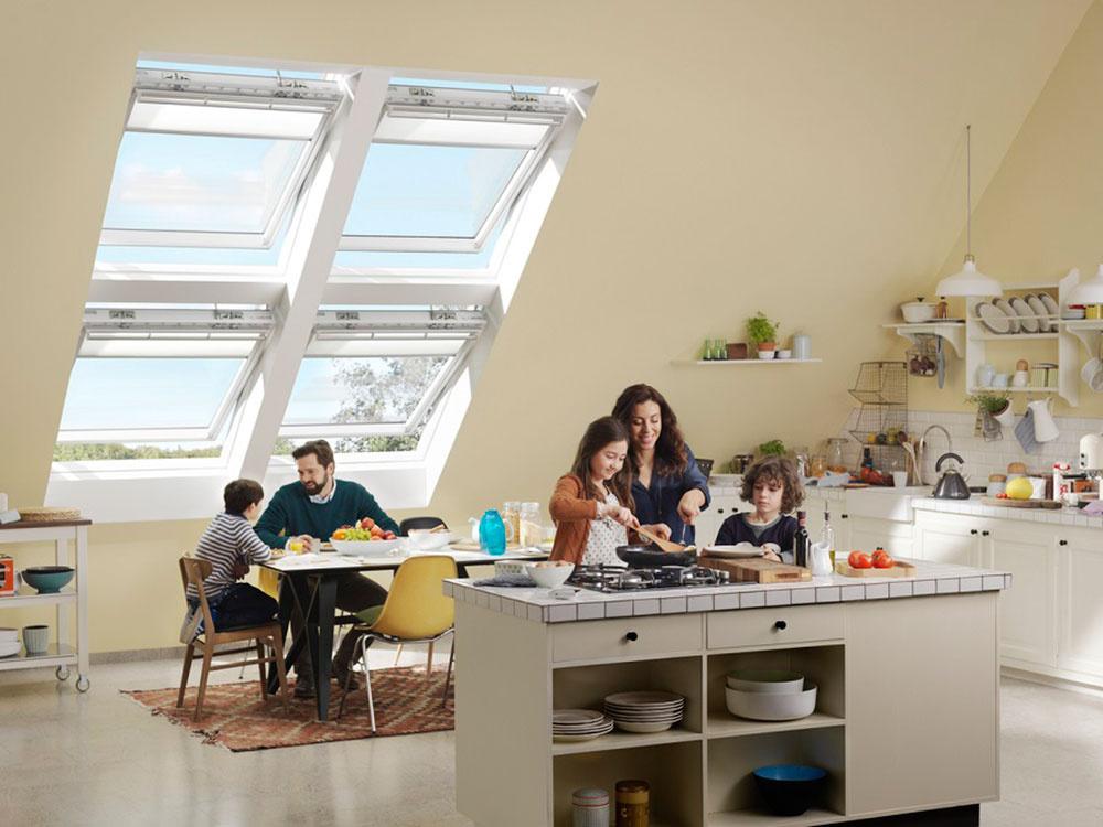 Pri otvorení strešných okien môžete vetrať pomocou tzv. komínového efektu.