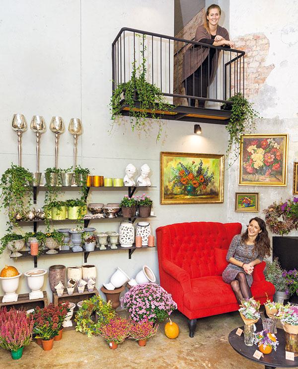 Do čarovného ateliéru Papaver, ktorému patrí nárožie Blumentálskej ulice, sme zamierili hneď po odchode z domu. Pozýva vás dovnútra už zďaleka. Vojsť dnu a nadýchať sa vône kvetov sa oplatí už len kvôli usmievavým majiteľkám.
