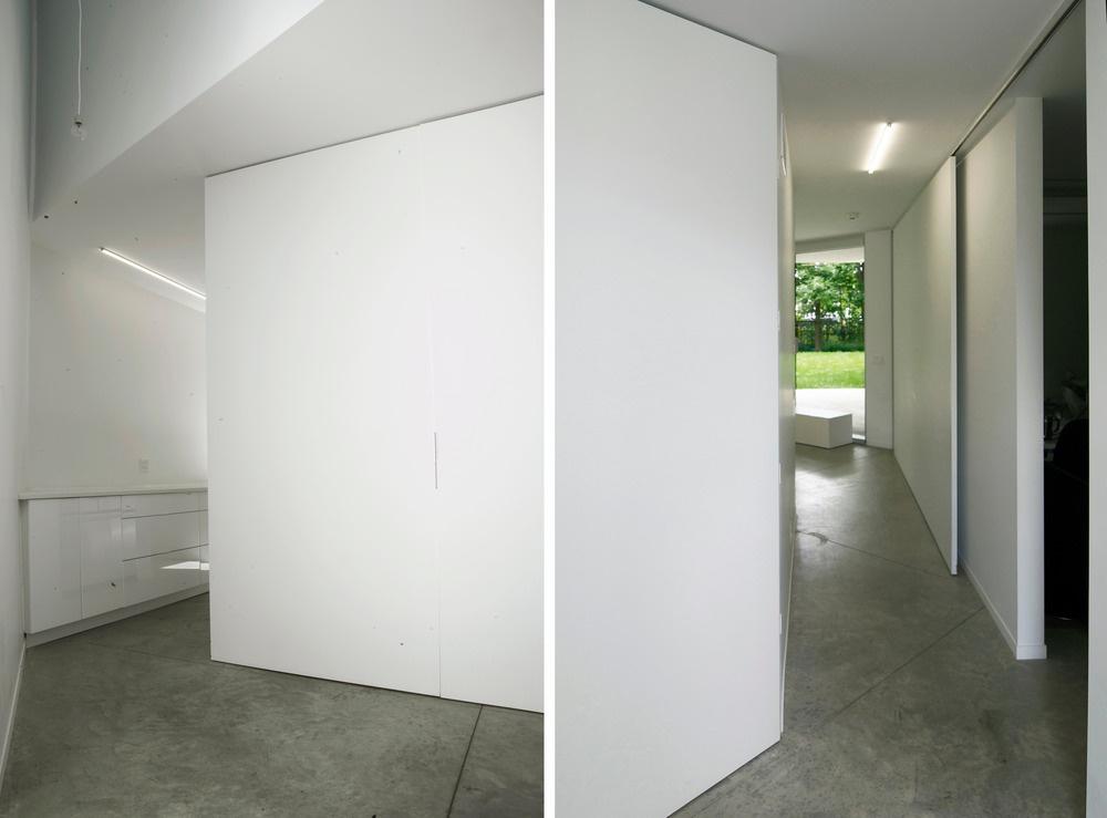 Lomené tvary nie sú iba umeleckým prvkom. Popri estetickej majú aj praktickú funkciu – členia priestor a poskytujú rodine súkromie. Zároveň umožňujú návštevníkovi tešiť sa z prekvapenia, čo sa za nimi skrýva.