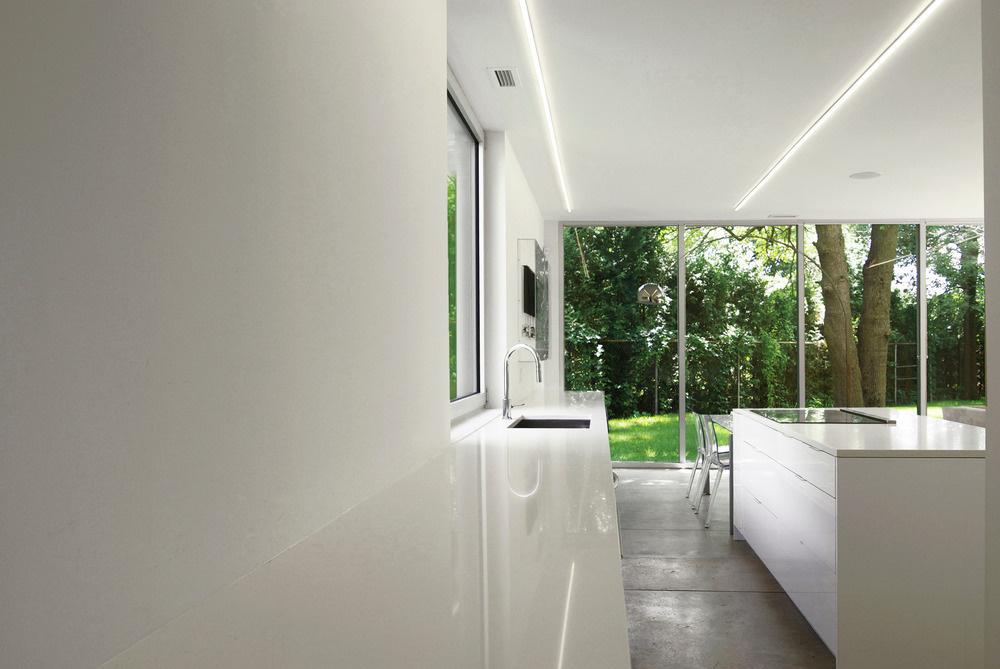Vnútri alebo vonku? Vďaka zaskleným priehľadom niekedy návštevník zabudne, či je ešte v dome alebo už sa nachádza uprostred záhrady.
