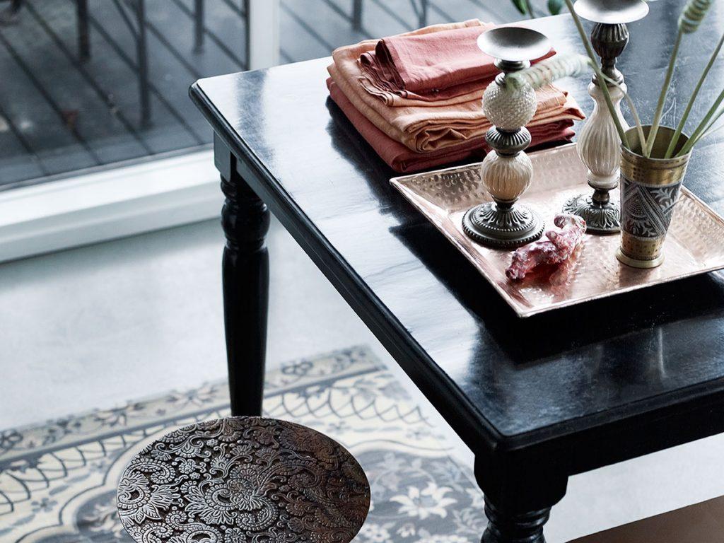 Vzory setno nádychom v kombinácii srustikálnym nábytkom