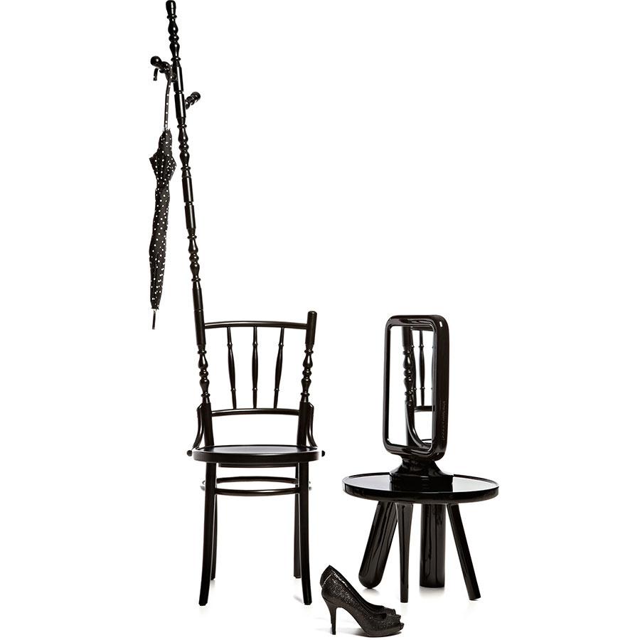 Stolička Moooi Extension Chair svešiakom na kabáty, masívne dubové drevo, 43 × 102/190 × 43 cm, 505,60 €, www.designpropaganda.com