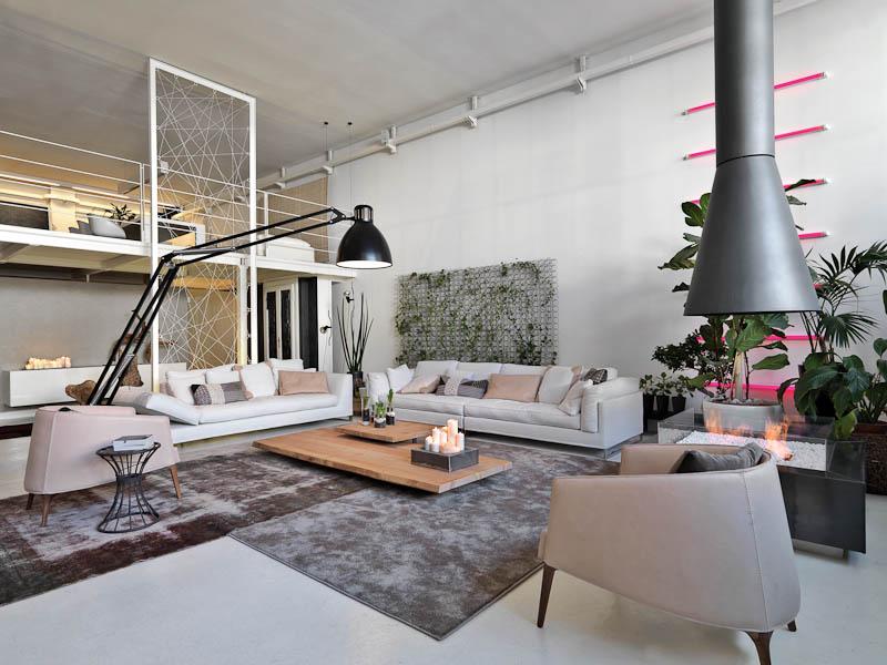 Neobyčajný byt, v ktorom zo stropu visí bicykel