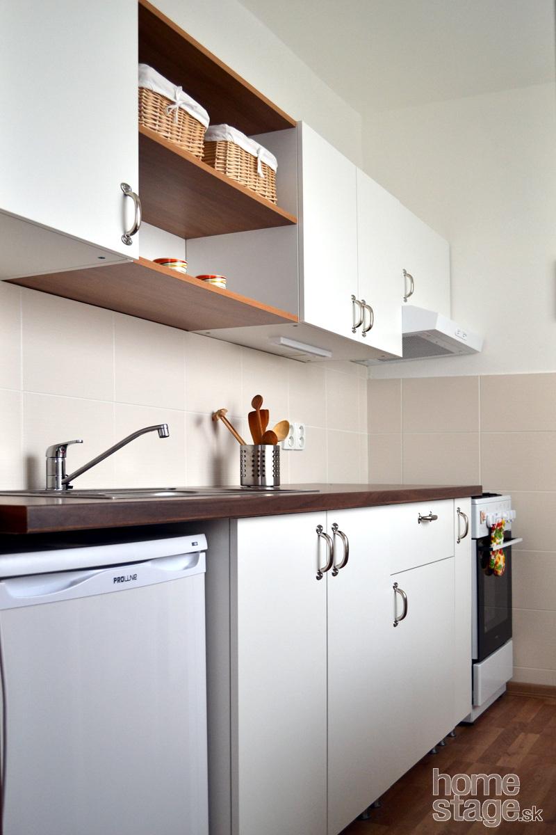 Kúpila sa úplne nová kuchynská linka, o nič staršie neboli ani sporák, digestor, chladnička či batéria.