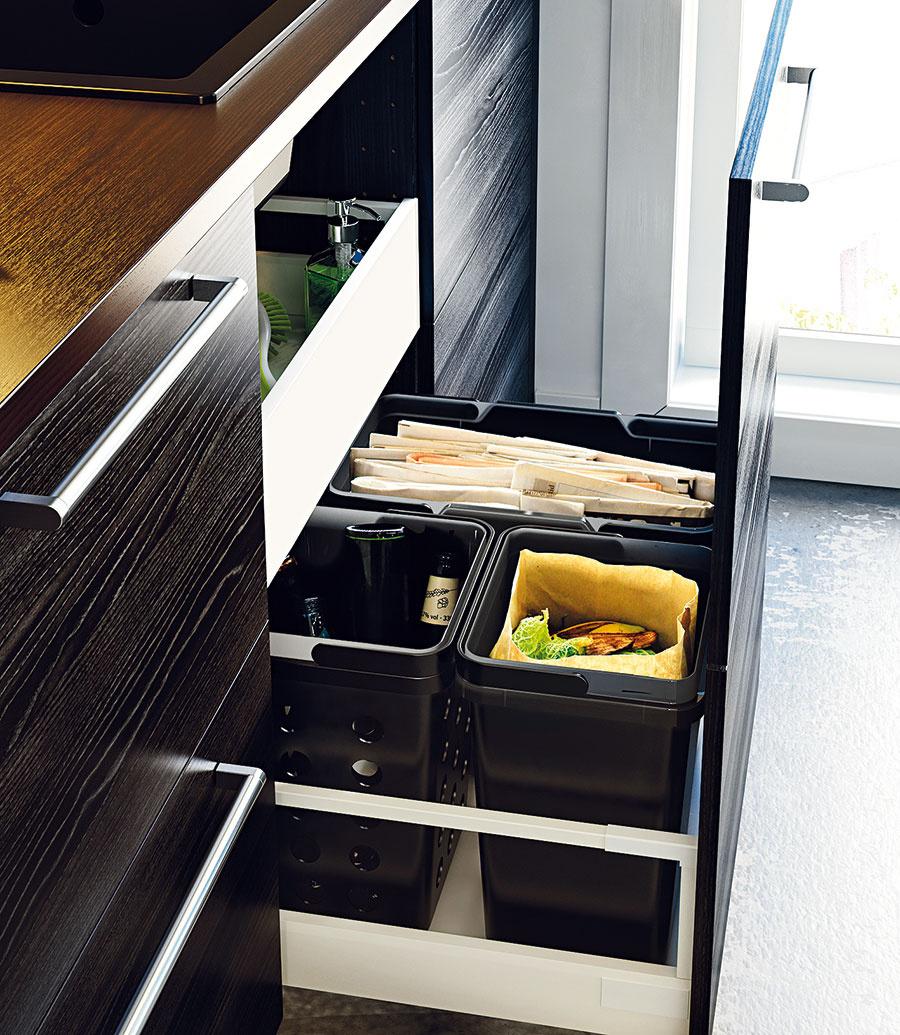 Keď treba rátať skaždým centimetrom anechcete zahltiť kuchyňu množstvom skriniek, hlboké výsuvné zásuvky sú naozaj osvedčenými pomocníkmi. Poľahky skryjú aj tie najväčšie hrnce, kôš či občasne používaný mixér.