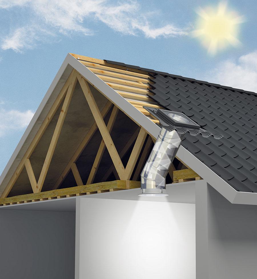 Svetlovod sa skladá ztroch na seba nadväzujúcich častí: štvorcového rámu spevným zasklením umiestneným vstreche, pevného tubusu azdifúzora, ktorý rozptyľuje svetlo po miestnosti. Štvorcový rám je umiestnený na streche aje zasklený tvrdeným sklom shrúbkou 4 mm. Na zasklený rám nadväzuje pevný tubus, ktorý privádza svetlo do interiéru. Tubus možno podľa potreby nastaviť predlžovacím kusom až na dĺžku 6 m. Vmiestnosti je tubus zakončený kruhovým difúzorom sakrylátovým dvojsklom.