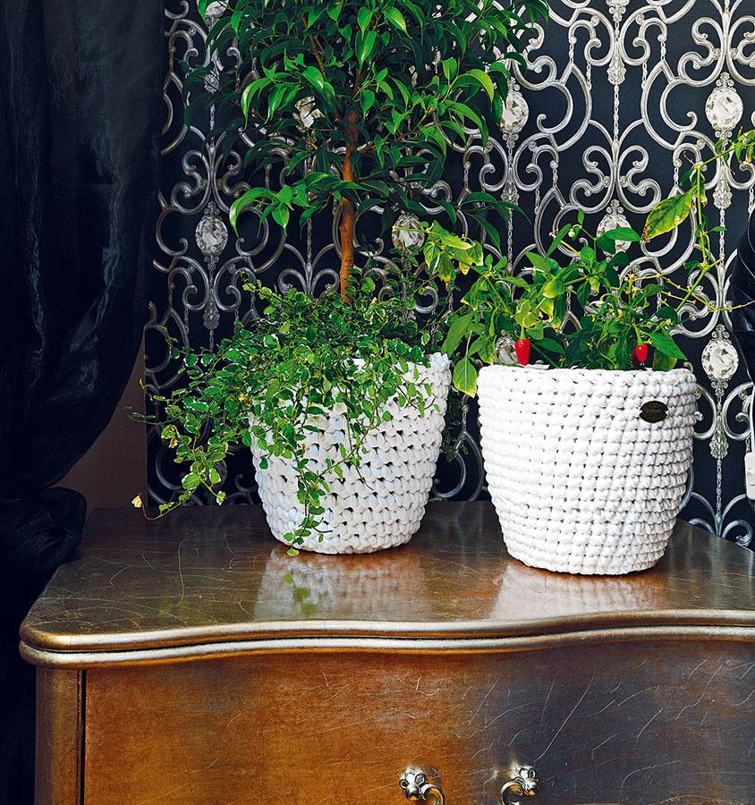 Vyrobte si svoj pletený puf vhodný na sedenie i odkladanie