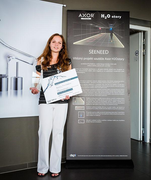 Barbora Procházková, víťazka hlasovania odbornej poroty 3. ročníka súťaže Axor H2O story získala možnosť predstaviť svoj projekt širokej verejnosti počas podujatia Designblok 2014 v Prahe a týždennú návštevu v nemeckom centre vývoja a výroby nových výrobkov značky Axor.
