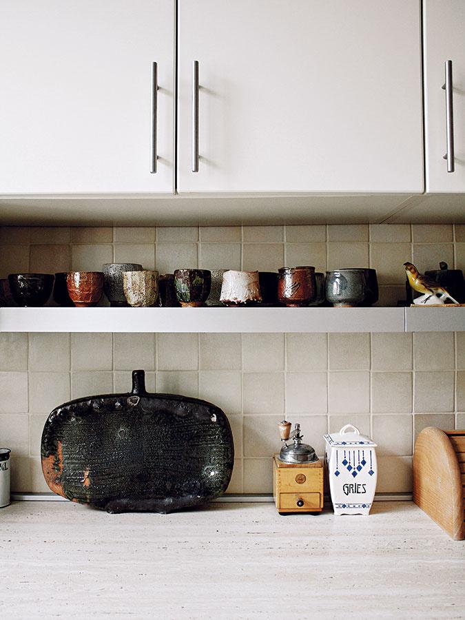 Kuchynská linka bola vbyte ešte pred rekonštrukciou, avšak vzhľadom na jej príjemnú neutrálnu farebnosť aformu ju nebolo nutné meniť.
