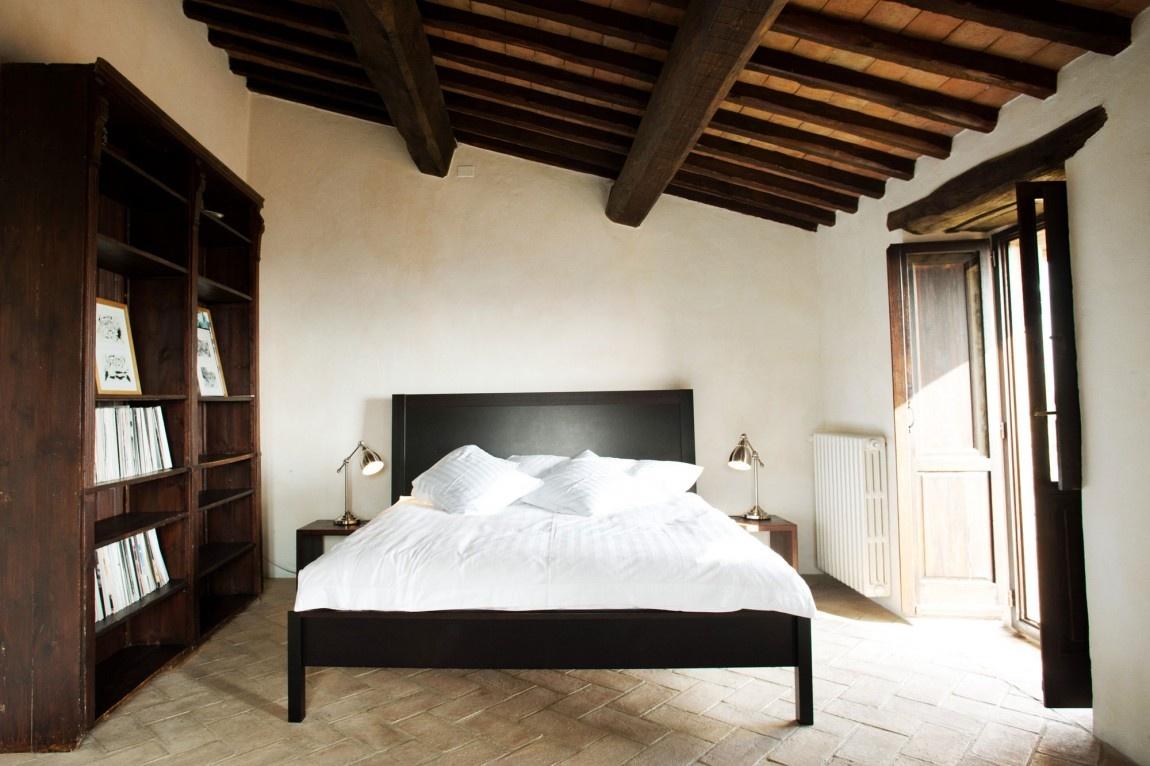 Talianska vila ohromuje stredovekými stenami aj trendovými prvkami