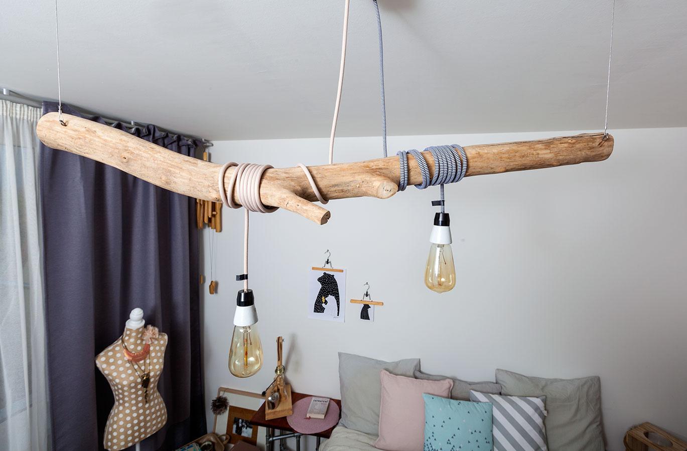 Farebný textilný kábel (rôzne farby), typ 2 × 0,75 mm, dĺžka 3 m, 14 €; žiarovka ARLI RETRO, 11 €; žiarovka ARLI EGG, 15 €, všetko www.arlistore.com