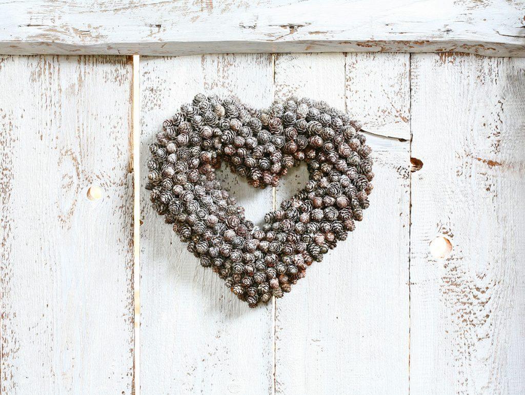 Vyrobte svojej láske valentínske srdce zo šišiek