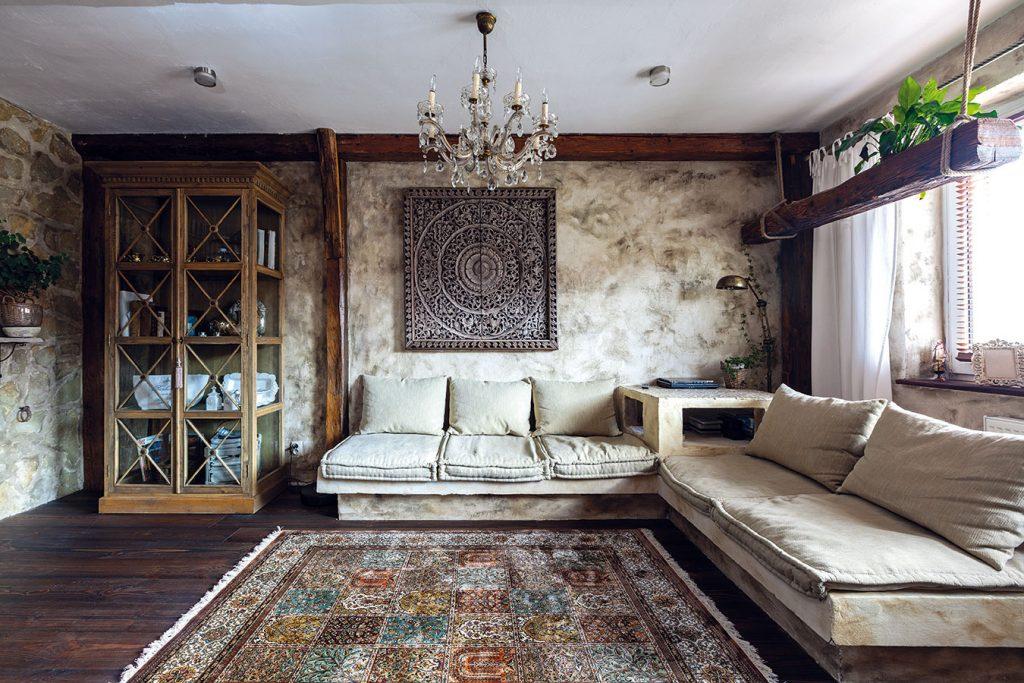 V srdci Banskej Bystrice si zariadili čarovný byt v rustikálnom štýle