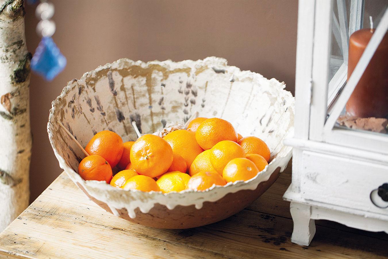 VDOBREJ MANDARÍNKE je svieža chuť smiechu, napísal Dušan Dušek vjednej svojej knižke. Rozosmejte teda svoj interiér veselou farbou ovocia. Anemusia to byť len mandarínky.