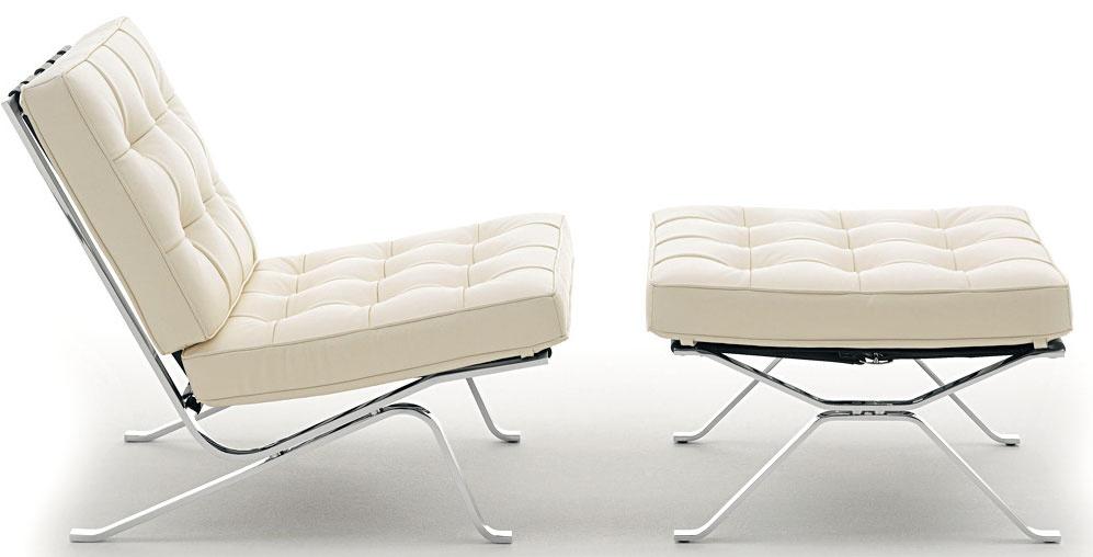 """Pohodlné sedenie RH-301 vzniklo ako hrdo priznaná """"napodobenina"""" originálu. Presnejšie ako autorská pocta Miesovi van der Rohe ajeho nesmrteľnej ikone Barcelona, pod ktorú sa vpäťdesiatych rokoch minulého storočia podpísali vtedy mladí švajčiarski dizajnéri Robert Haussmann smanželkou Trix. Vo svojej interpretácii chceli umocniť funkcionalistické východiská predlohy, preto výrazne zracionalizovali oceľovú konštrukciu kresla. Od 4 296 €, DE SEDE, predáva RAIN"""