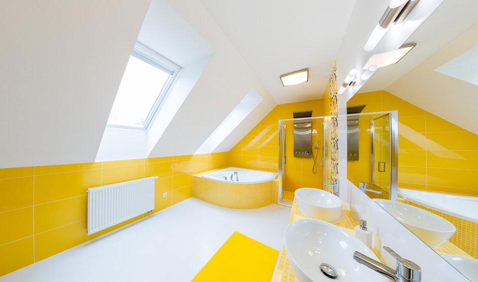 Strešné okná rýchlo vyvetrajú nahromadený vlhký vzduch v kúpeľni.