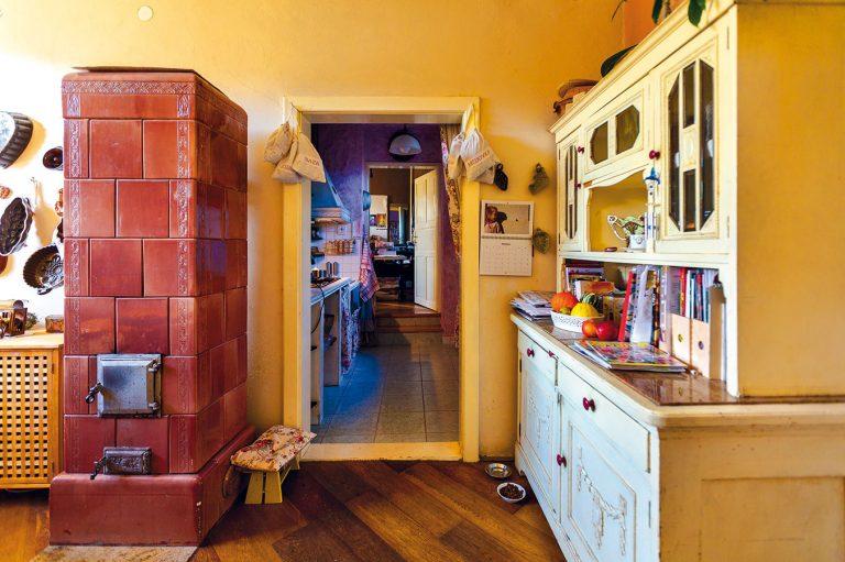 Zlaté ženské ruky premenili sivú opachu na rozprávkový domov