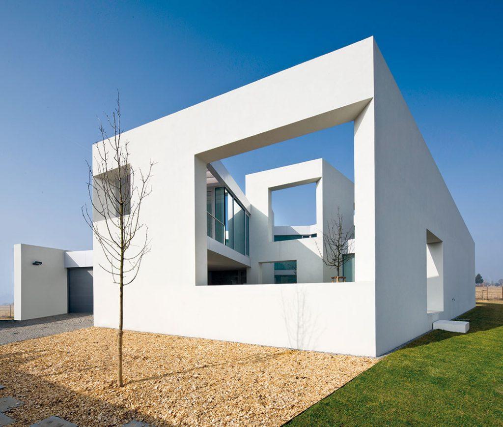 Na nezaujímavom pozemku postavili zaujímavý dom v tvare ulity