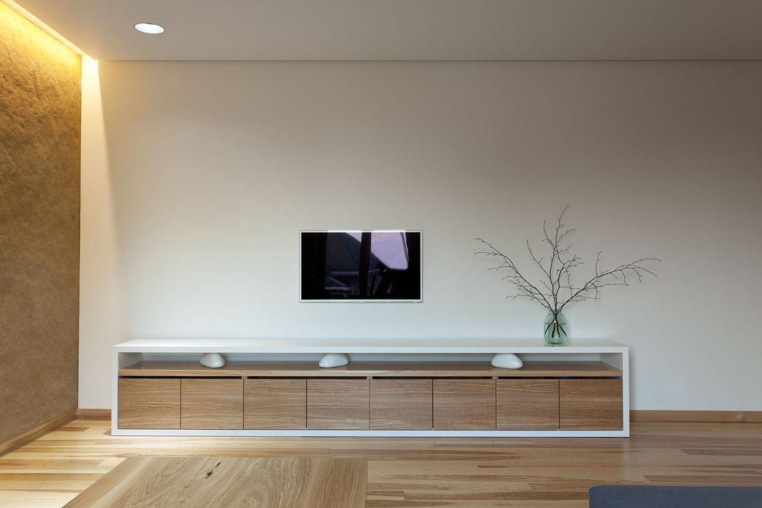 Ako by mohol vyzerať kreatívne riešený byt plný dreva