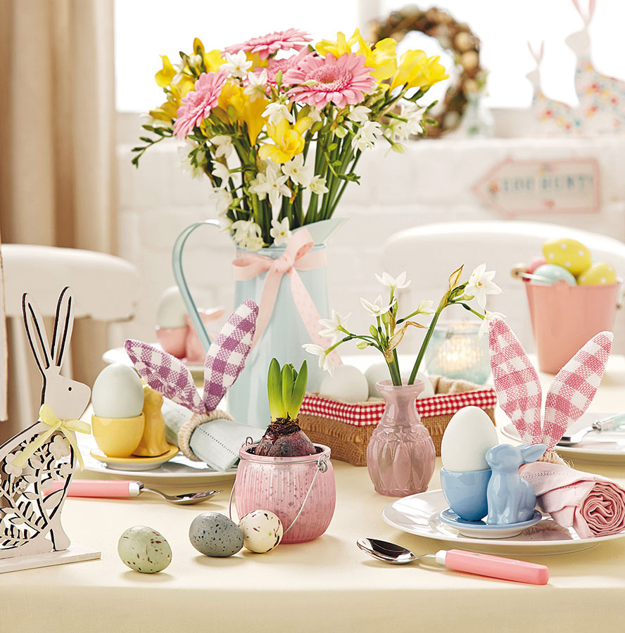 Žltá, zelená, ružová, belasá. Ladenie inšpirované farbami jarných kvetov, ktoré nemá šancu minúť sa účinku. Celá kolekcia doplnkov čaká na www.tch.net