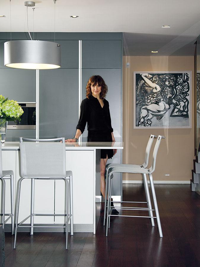 Rodinný život Younisovcov sa točí okolo kuchynského stola. Spoločne tu raňajkujú, deti si tu píšu úlohy… AMonika si rada užíva pohľad ztohto miesta ajedinečnú atmosféru.