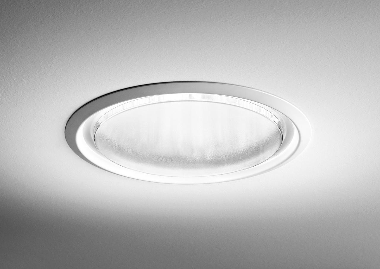 Svetlovod VELUX Novej Generácie je vylepšená verzia populárneho svetlovodu, ktorá prináša ešte viac denného svetla do interiéru.