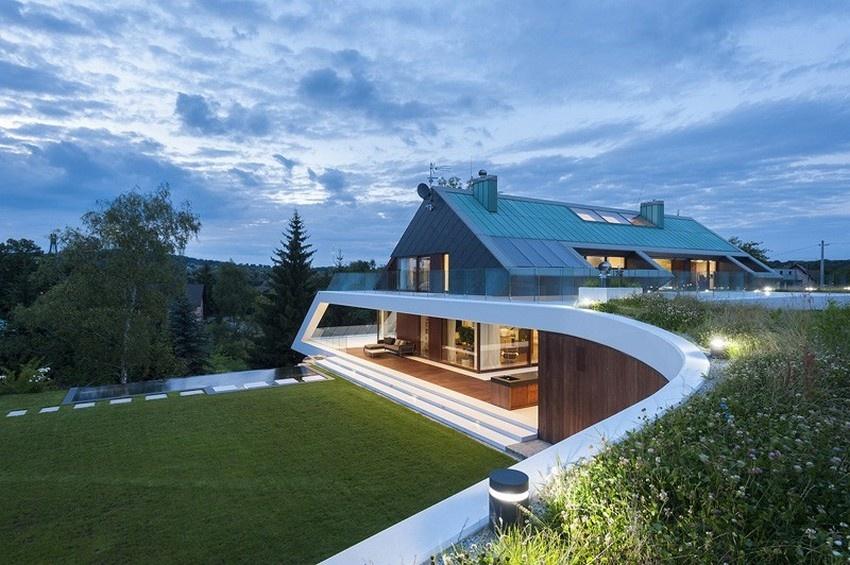 Moderný dom so šikmou strechou, aký sa nevidí každý deň