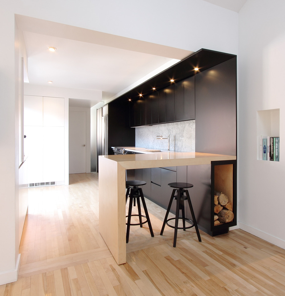 Čierno-biela premena duplexu na chatu pre mladých