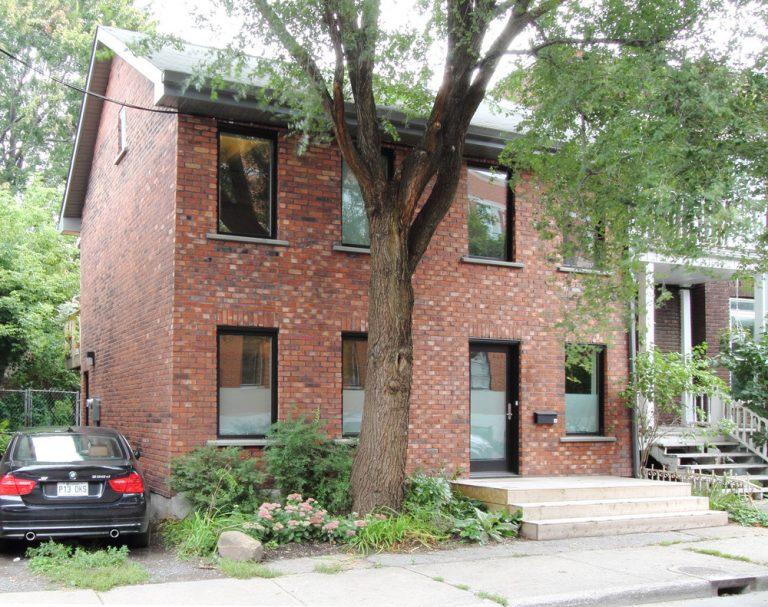 150-ročný dom premenili na modernú chatu pre mladých